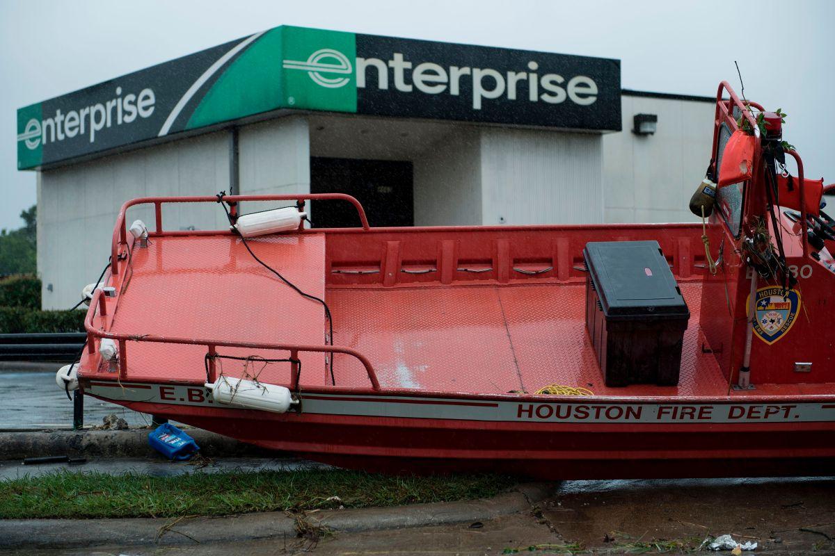 Miles de negocios en el área de Houston han sido afectados por el paso del huracán Harvey./ BRENDAN SMIALOWSKI/AFP/Getty Images