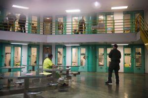 Administración Trump lleva su lucha contra indocumentados a las cárceles