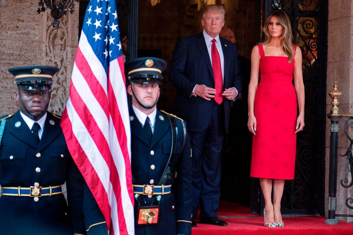 El presidente Trump y la primera dama Melania Trump en el club Mar-a-Lago.