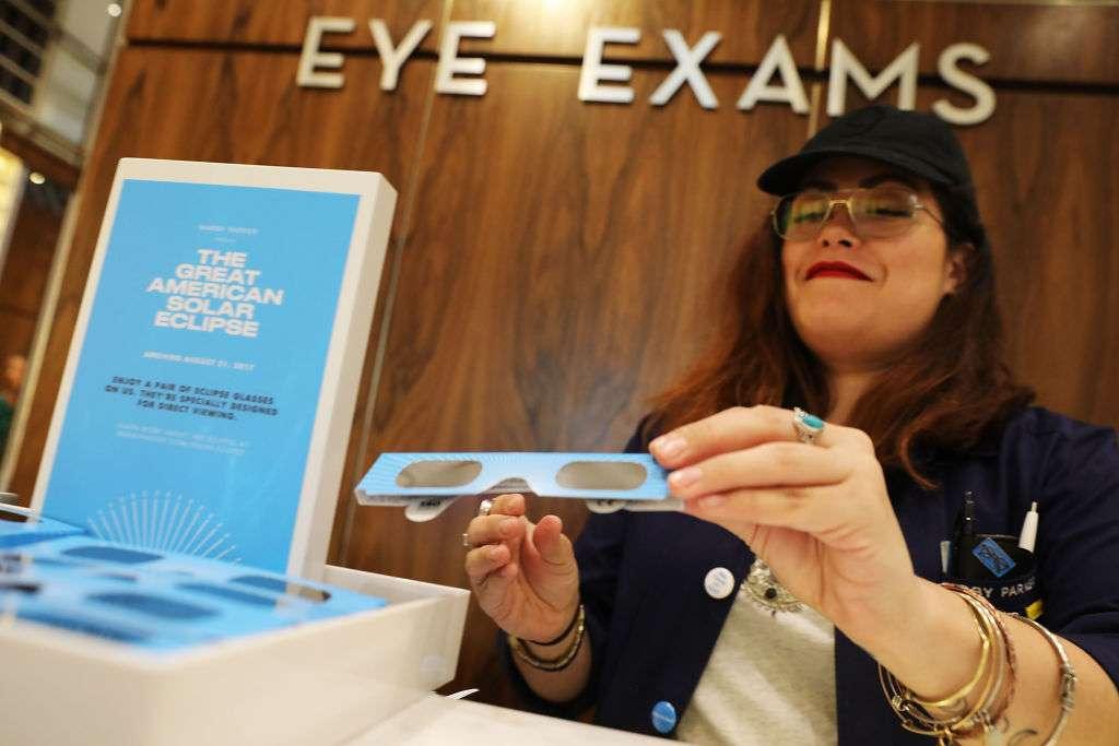 Tres cosas que puedes hacer con tus lentes especiales después del eclipse
