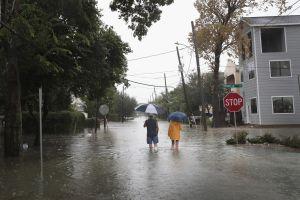 ¿Qué pasará con indocumentados en albergues en Texas por huracán?