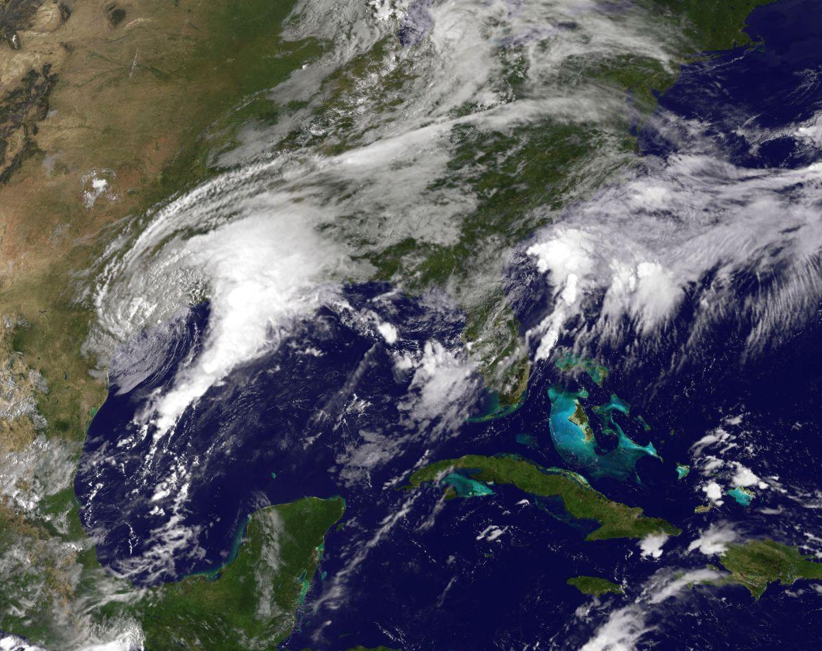 Harvey se mantiene en el Golfo de México, pero cerca de territorio de EEUU.