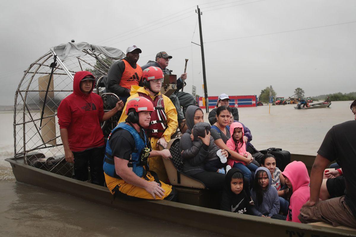 Miles de personas fueron rescatadas de sus viviendas.