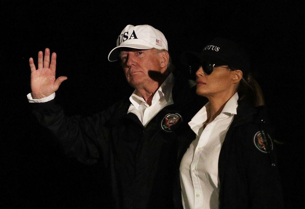 La gorra blanca se ofrece por 40 dólares en un sitio oficial del presidente Trump.
