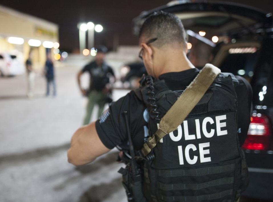 """ICE y su estrategia de detenciones """"colaterales"""" de inmigrantes"""