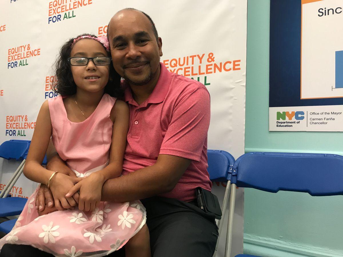 Ramón Guzmán, padre de la pequeña Marissa, de 9 años y estudiante de cuarto grado en El Bronx, cree que debe haber más medidas de seguridad para proteger a los estudiantes