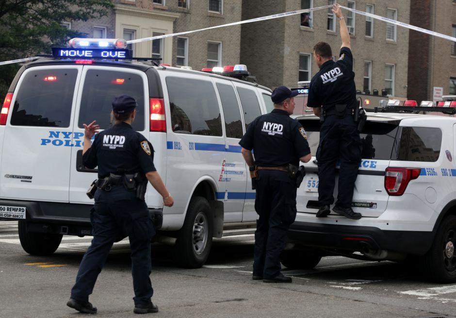 Hallan cadáver descompuesto, maniatado y con cortes en El Bronx