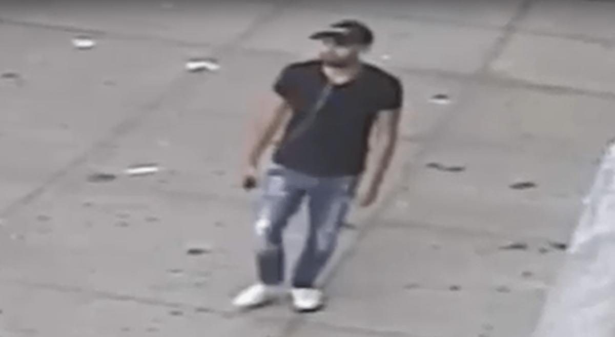 La Policía hizo públicas las imágenes de una cámara de seguridad el miércoles.