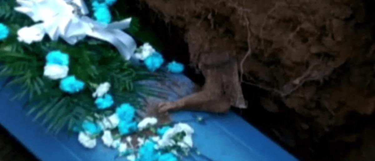 El ataúd que contenía el pie originalmente fue enterrado en 1969.
