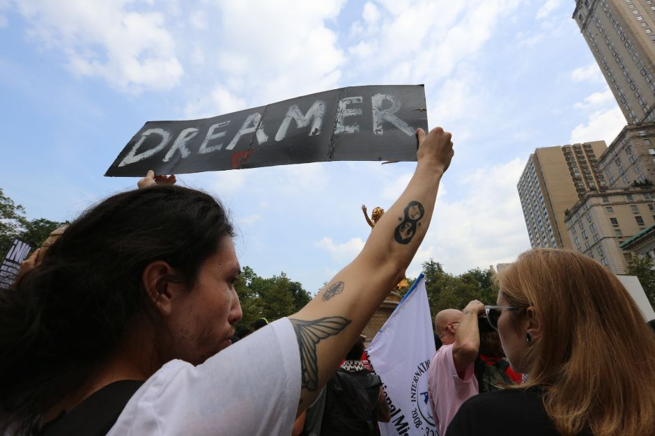 """Juez de NYC se enfrenta a Departamento de Justicia por """"dreamers"""": """"No tienen corazón"""""""