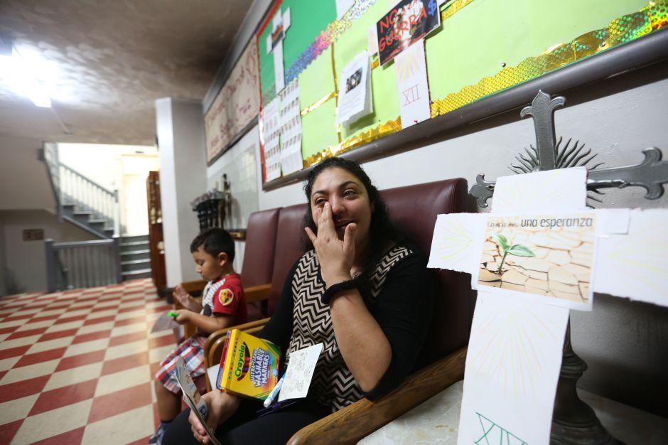 Madre guatemalteca cumple dos meses refugiada en iglesia sin que 'La Migra' le dé nueva oportunidad