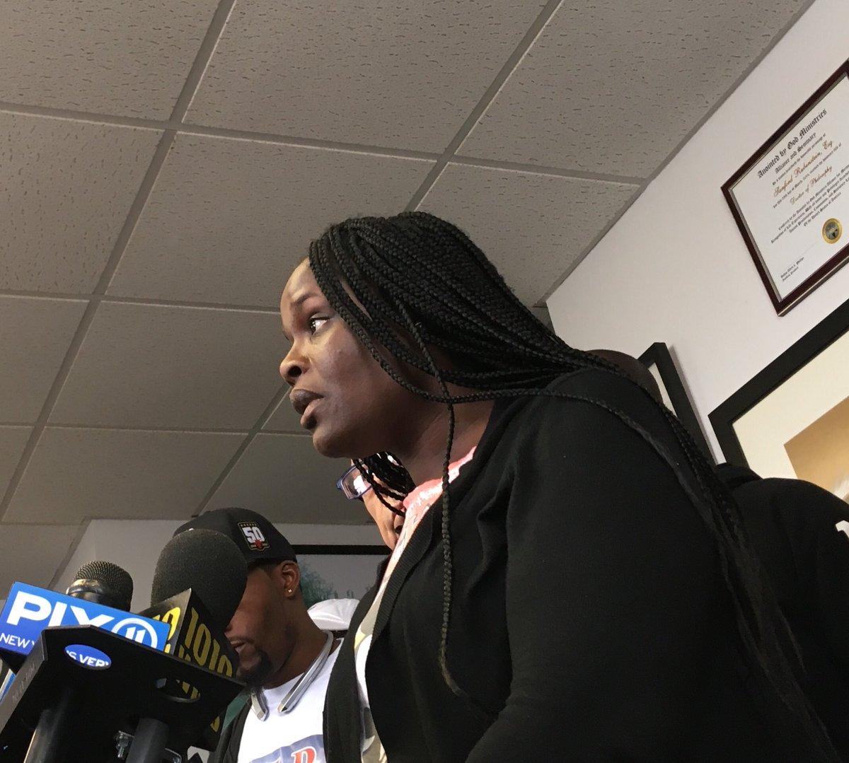 """Madre del joven apuñalado en escuela de El Bronx dice que su hijo no era un """"bully"""""""