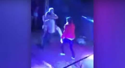 Video: Mujer sorprende a su pareja bailando con una estríper y se forma la GRANDE