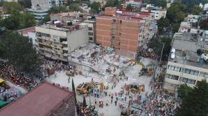 Mexicanos acorralan a sus políticos para donar $7,000 millones de pesos tras sismos