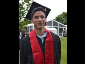 CUNY premia a estudiante hispano con beca para estudios de posgrado