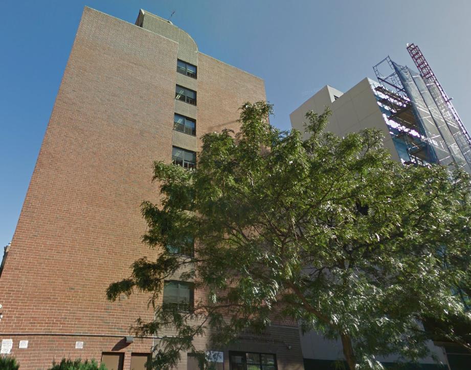 Hombre se tira del octavo piso tras matar a esposa a cuchilladas en Harlem