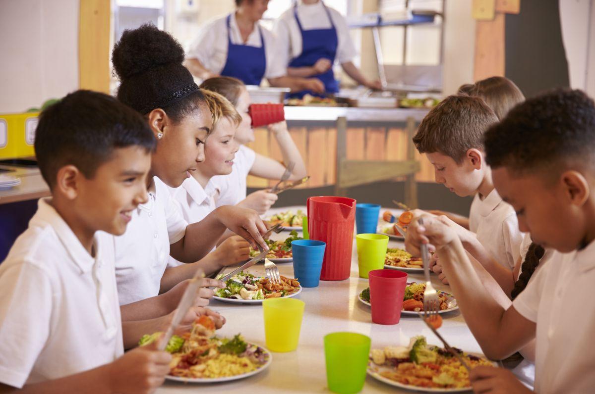 Aprueban almuerzos gratuitos para todos los estudiantes en escuelas públicas
