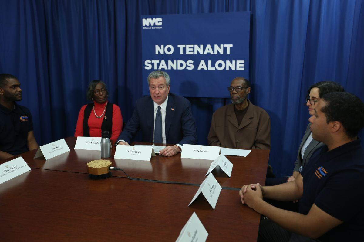 La Ciudad invertirá $1 millón para buscar puerta a puerta a inquilinos que necesiten abogados gratuitos