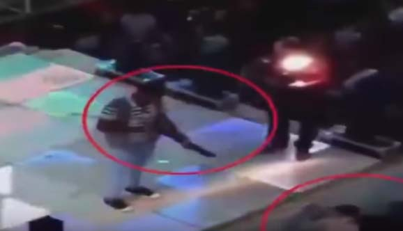 "VIDEO: Invitado de boda ""celebra"" con escopetazo mortal a niño"