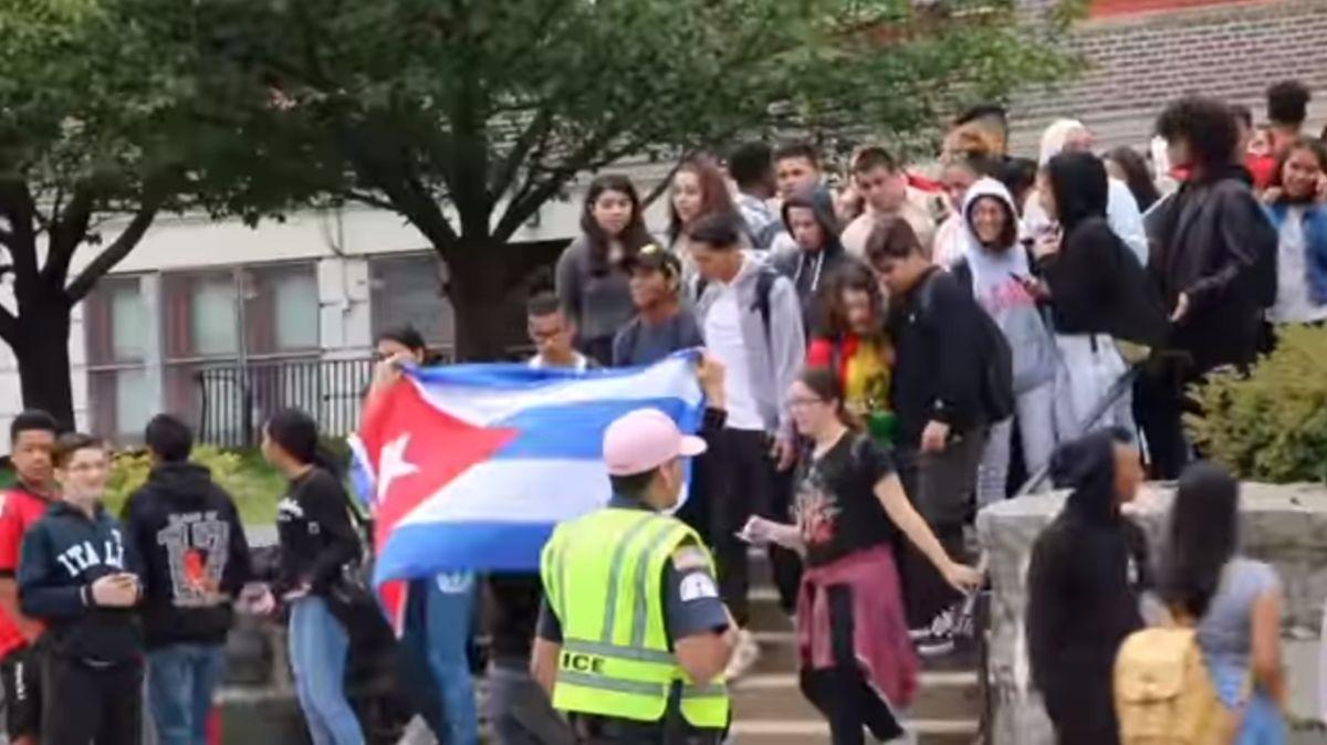 Protestan por comentario racista de maestra en escuela de NJ