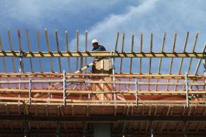 Trabajadores de construcción estafados en obras públicas en NYC recibirán compensación salarial