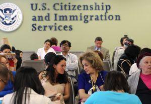 USCIS y SSA facilitan solicitud de permisos de trabajo y número de seguro social