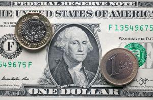 El dólar retrocede ante el euro y otras monedas