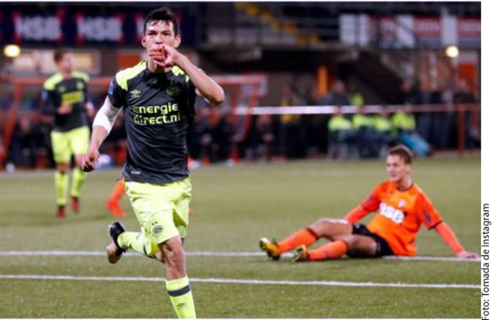 Hirving Lozano celebra su gol.