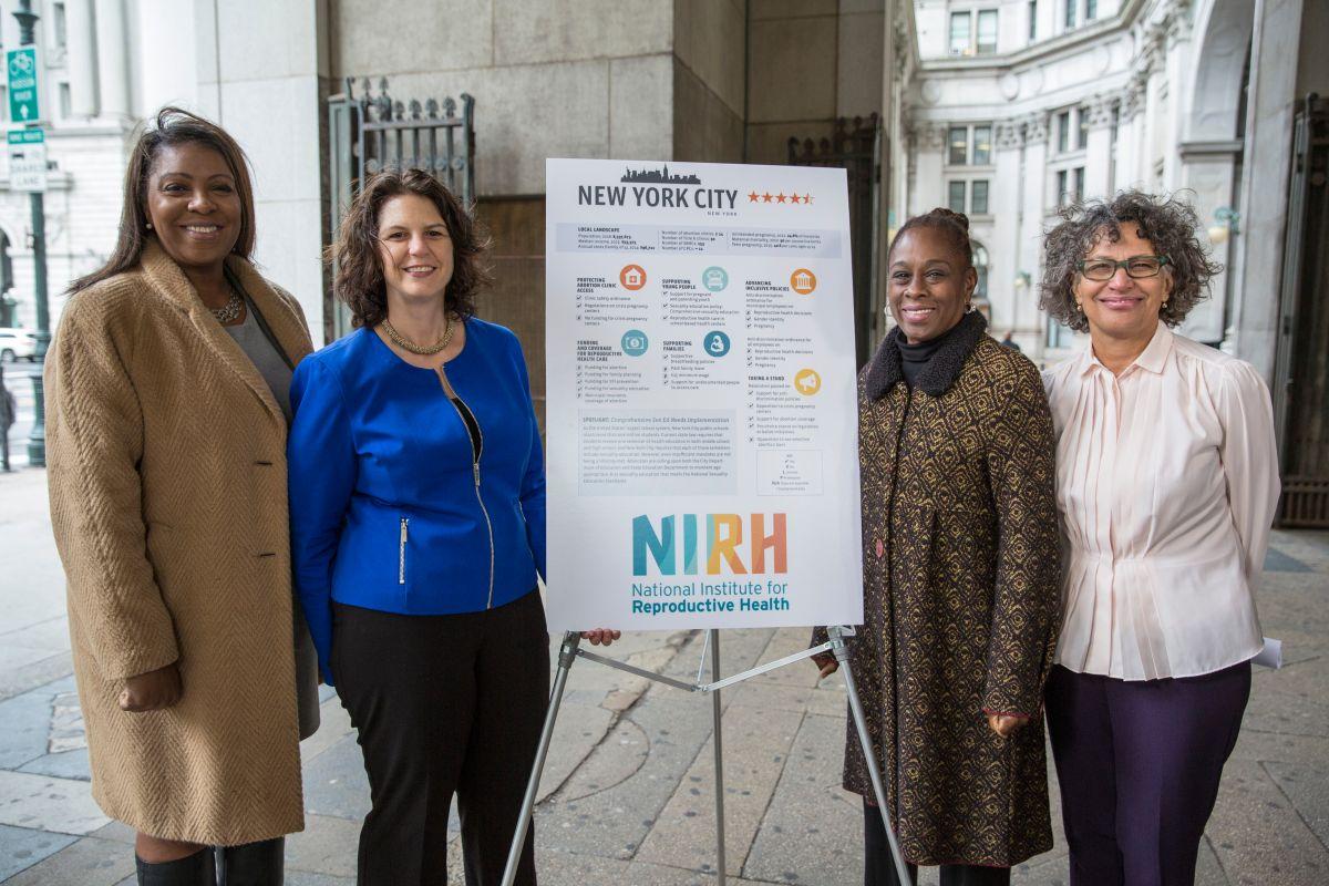 Durante el anuncio este lunes (de izquierda a derecha) la Defensora del Pueblo, Letitia James, la presidenta del NIRH, Andrea Miller, la Primera Dama de la Ciudad de Nueva York, Chirlane McCray, y la Comisionada del Departamento de Salud, la doctora Mary T. Bassett.