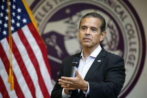Ex alcalde Antonio Villaraigosa busca enmendar sus errores y hacer de nuevo historia política