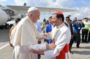 El Papa Francisco llegó a Myanmar en un momento de tensión en el país