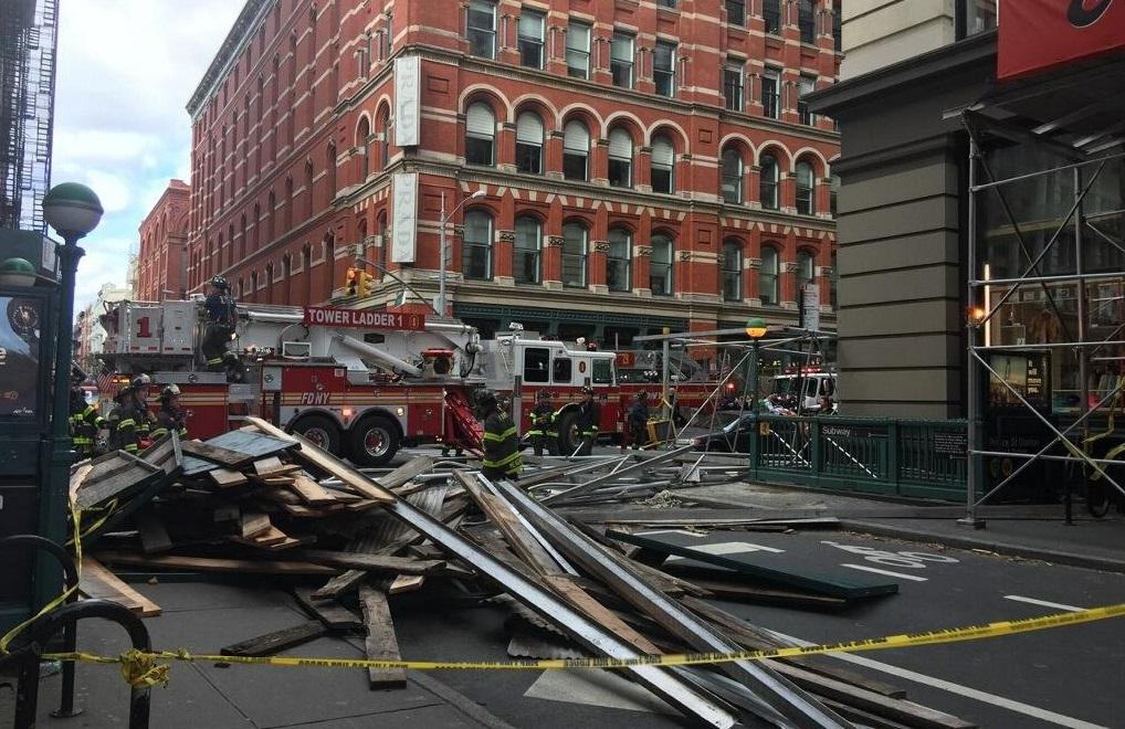 Colapso de andamio en Manhattan deja varios heridos