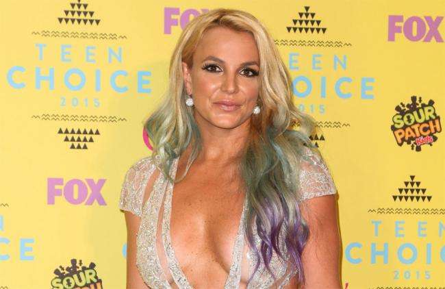 Subastan cuadro que pintó Britney Spears en $10 mil dólares por una buena causa