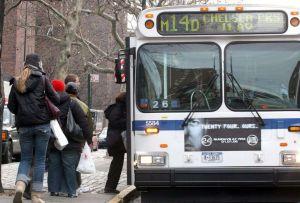 Acceso a buses en Nueva York será por la puerta trasera desde el lunes para evitar contagios; MTA suma 23 casos