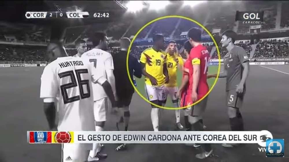 Edwin Cardona indigna con polémico gesto racista a futbolistas coreanos