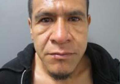 """Arrestan a hispano con supuesto plan de """"cazar y emboscar"""" policías"""
