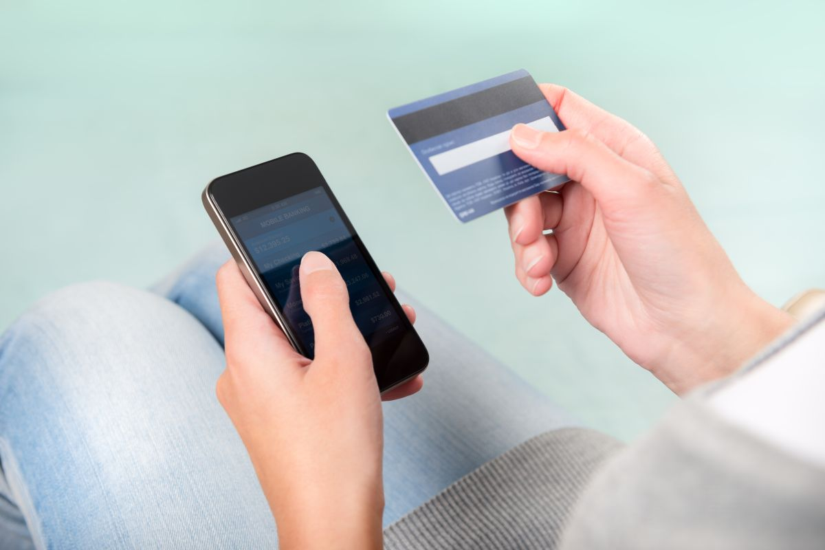 Así luce la correspondencia del Departamento del Tesoro con cheque de estímulo en la forma de tarjeta de débito