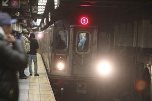 Joven pierde la vida al ser arrastrada por el metro en Manhattan