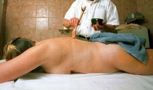 Prestigiosa cadena de masajes en EEUU acusada de abusar sexualmente a más de 180 mujeres
