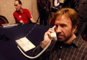 Chuck Norris exige $10 millones como indemnización por intoxicación