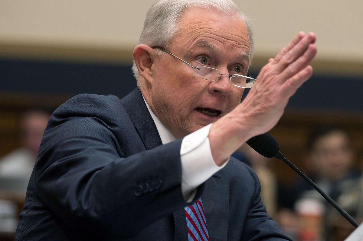 "Jeff Sessions acusa ""abusos"" de inmigrantes indocumentados"