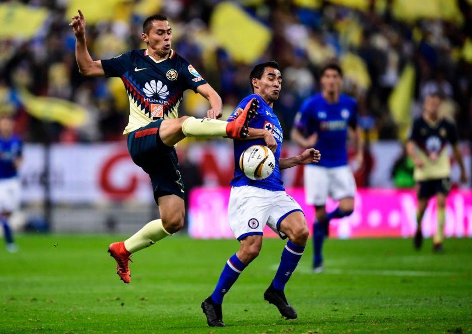 Cruz Azul sobrevive el Azteca pero América avanza a semifinales