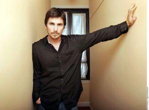 Fotos: Christian Bale sorprende a usuarios de Twitter con su nuevo aspecto físico