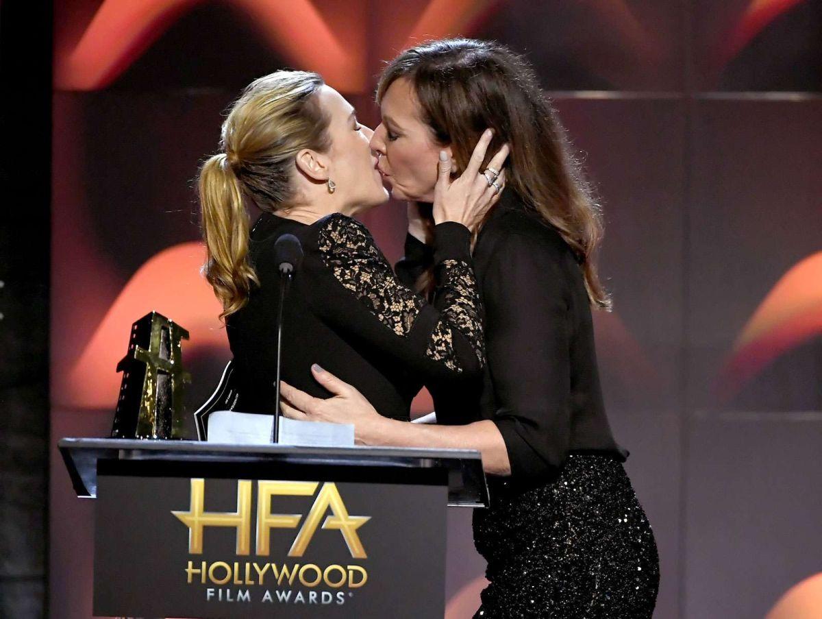 Kate Winslet se robó los Hollywood Film Awards con este beso