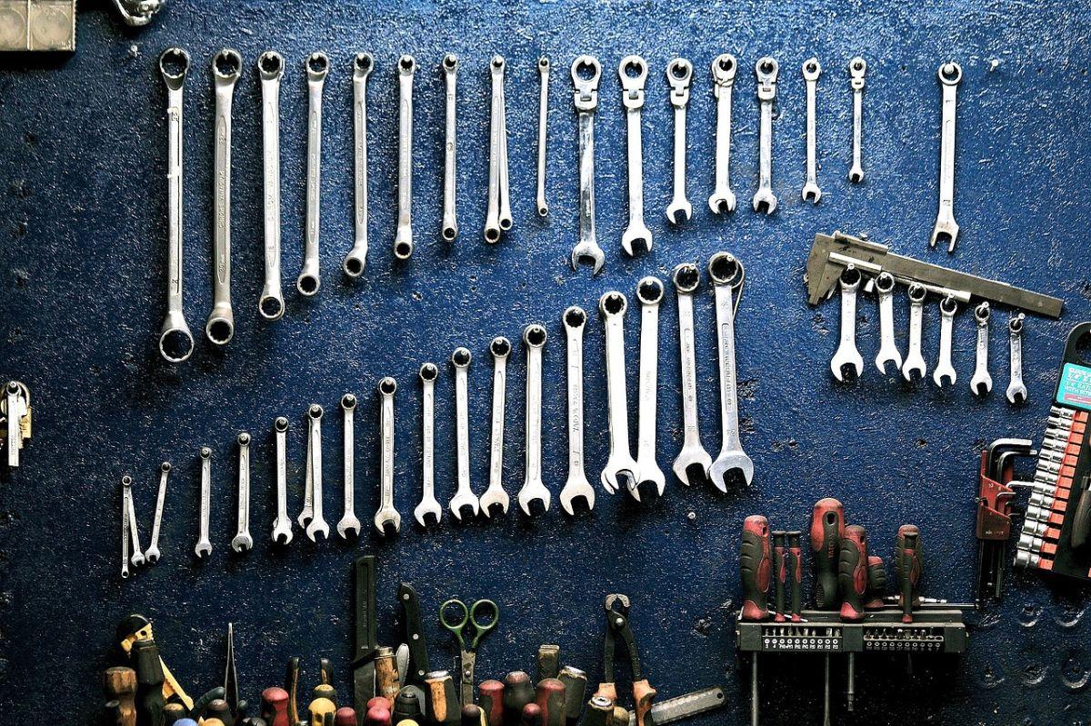 5 herramientas básicas que debes tener en tu auto