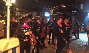 El mariachi de la Marina de México sorprende en las calles de Londres