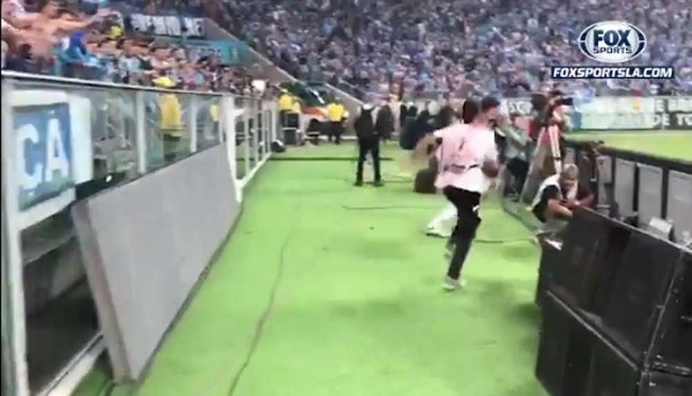 Video: Recoge-balones intentó patear a portero de Lanús en Libertadores