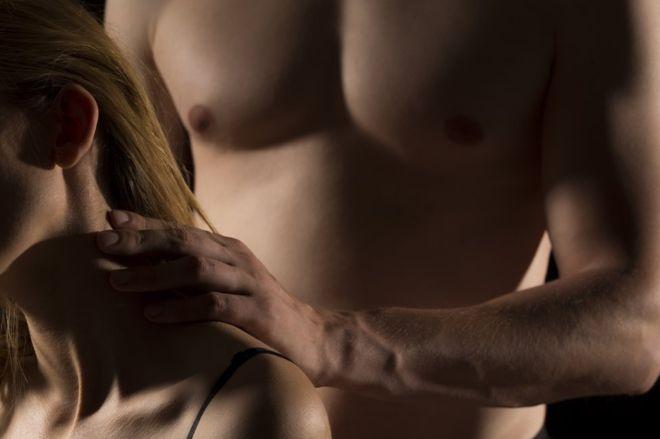 Cada vez más mujeres pagan por servicios sexuales de hombres