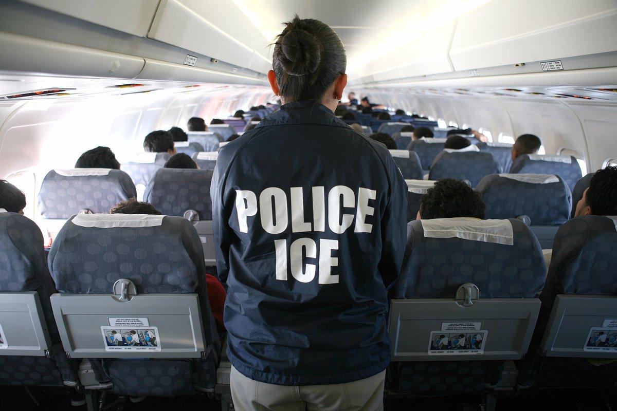 ICE encadena a indocumentados durante 46 horas por falla en avión
