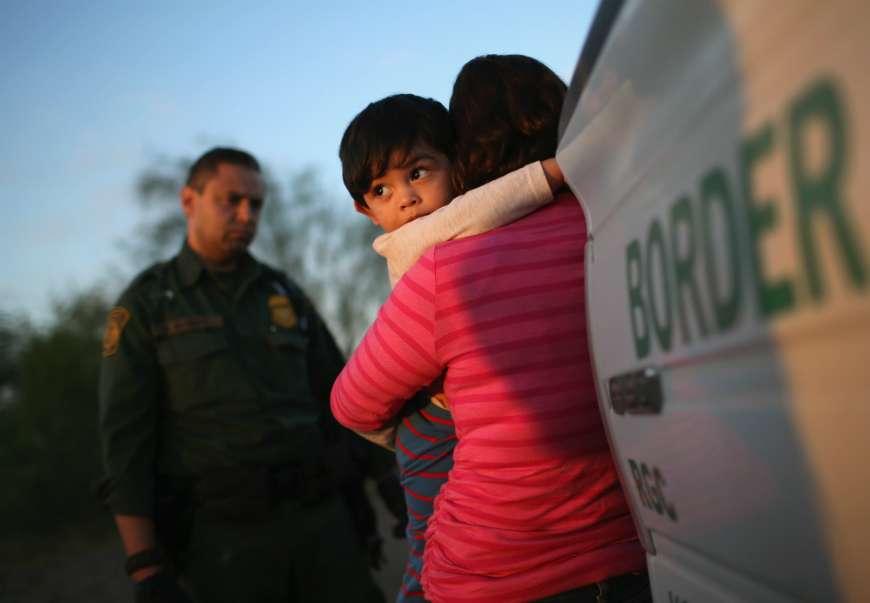"""Denuncian que La Migra separa un número """"alarmante"""" de familias inmigrantes una vez llegan a EEUU"""